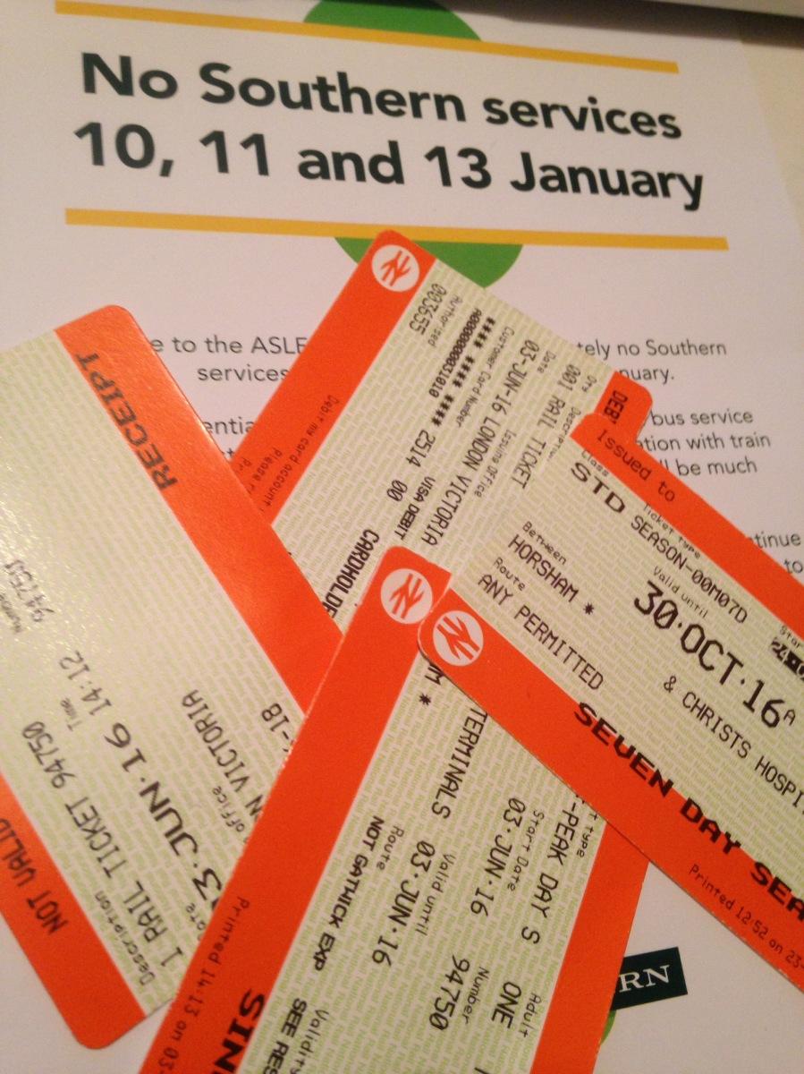 """Viaggiatori fate ATTENZIONE. Disagi per chi deve recarsi a Gatwick.Previsto sciopero dei treni """"Southern""""."""
