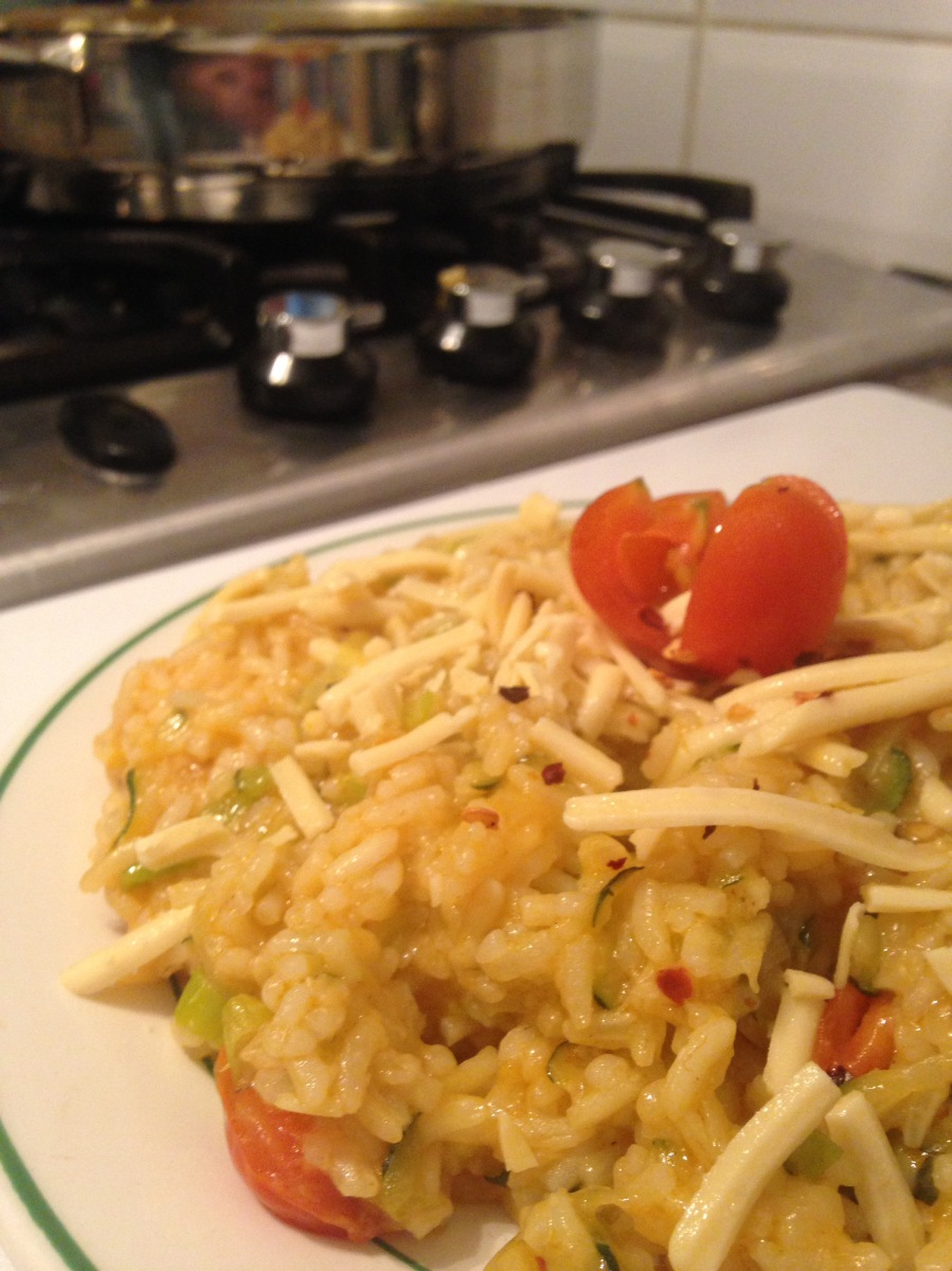 Ricetta per chi non sa cucinare. Riso zucchine, pomodorini e spezie.
